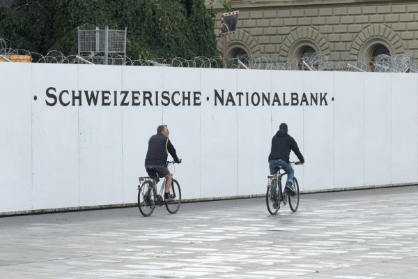 Low Euro Franc exchange rate puts SNB under pressure